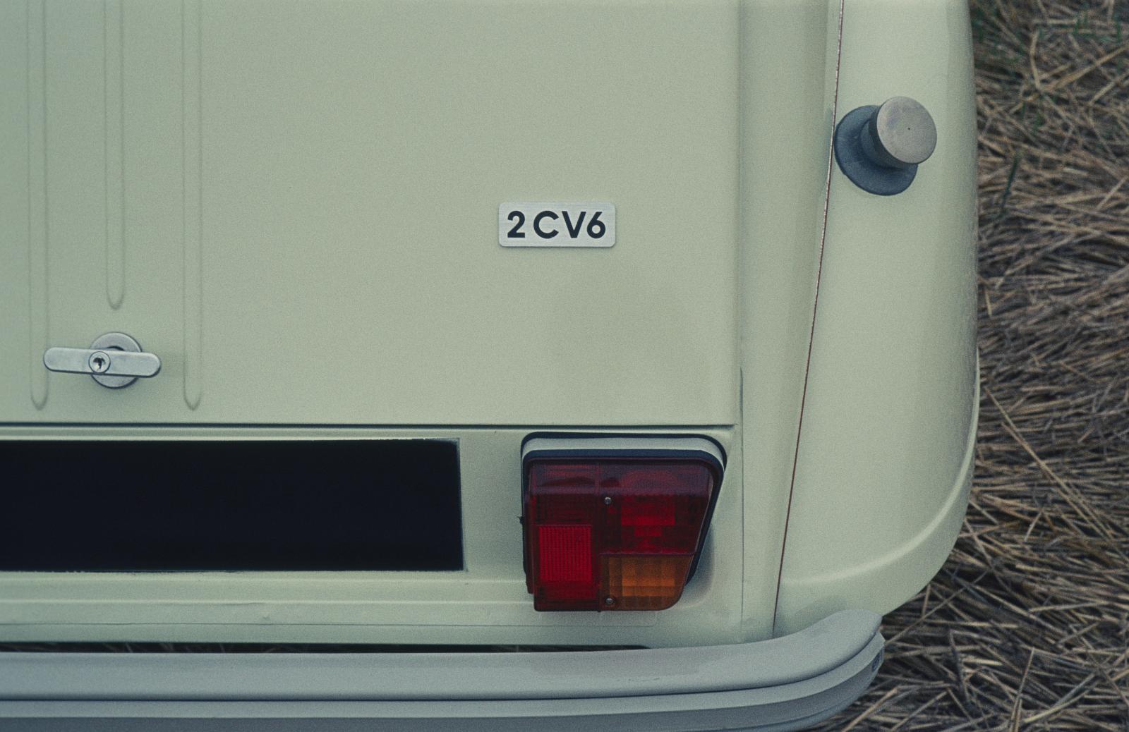 2CV 6 3/4 Heckansicht 1974