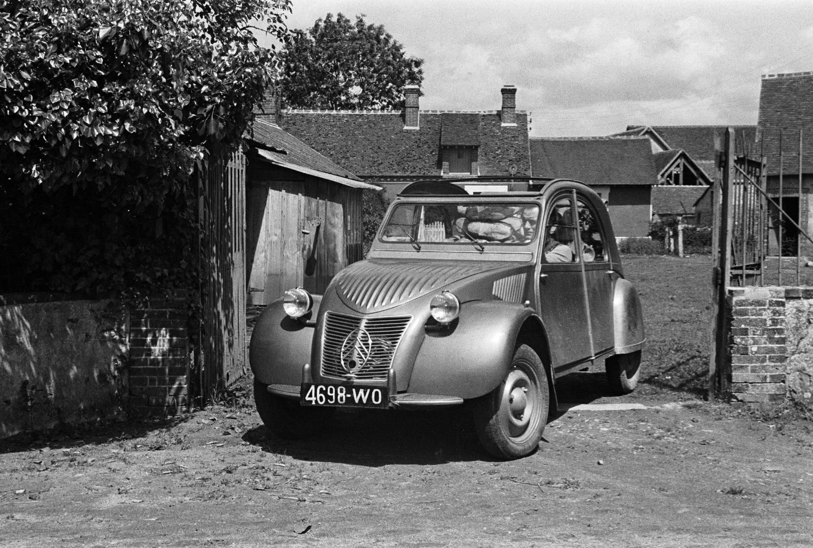 2CV 3/4 Frontansicht 1948