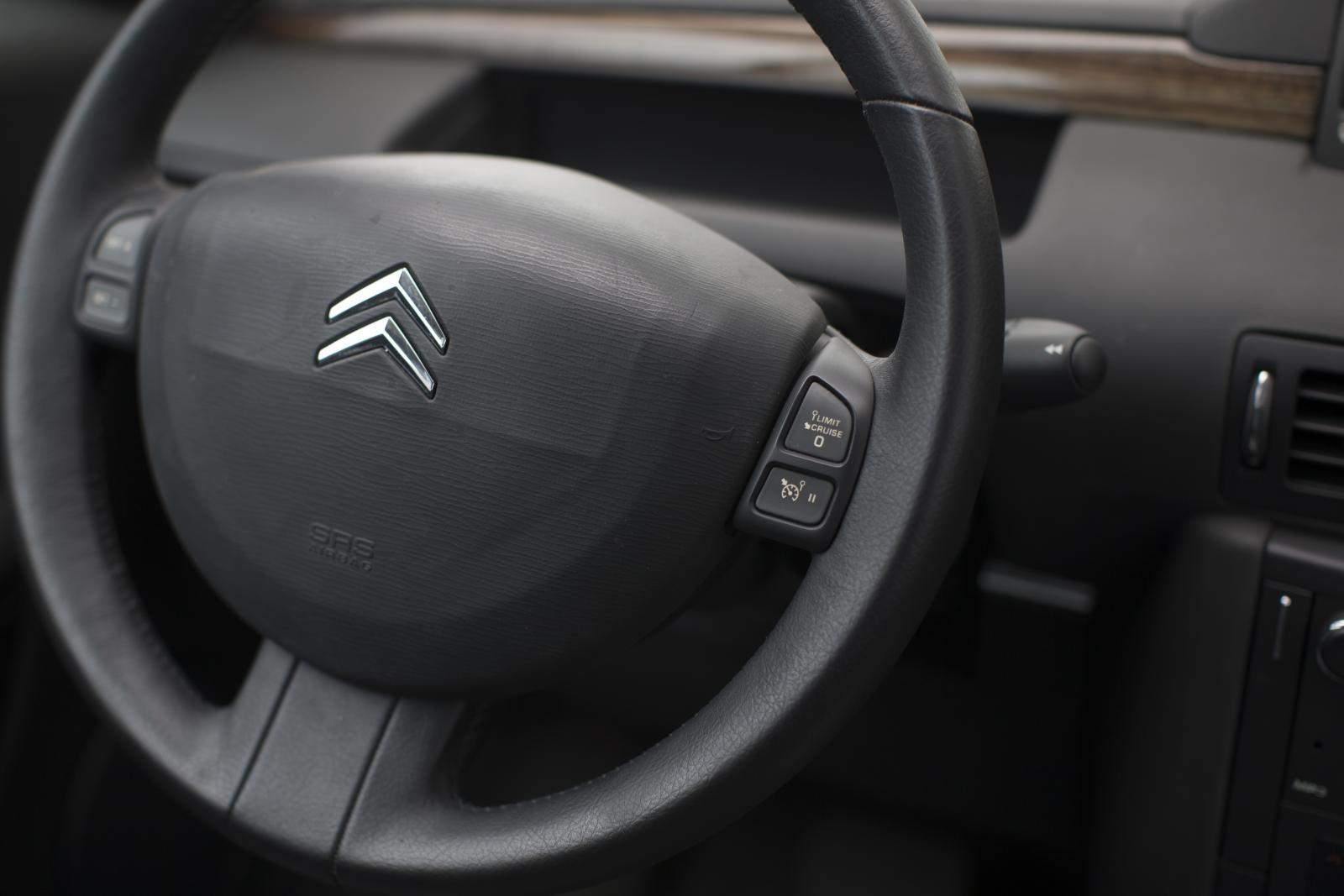 C6 του 2005, τιμόνι