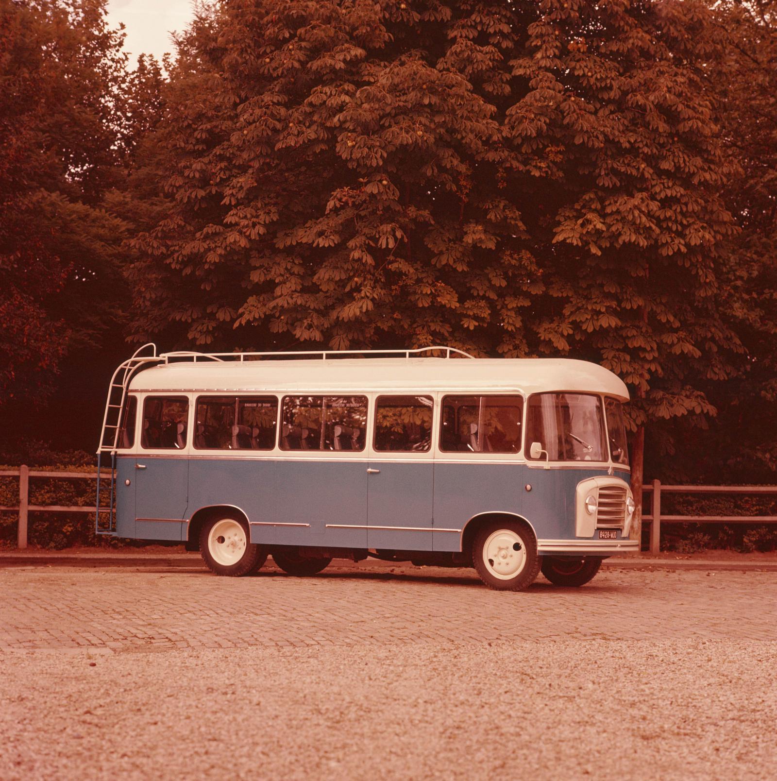Bus U23 - 3/4avant couleur