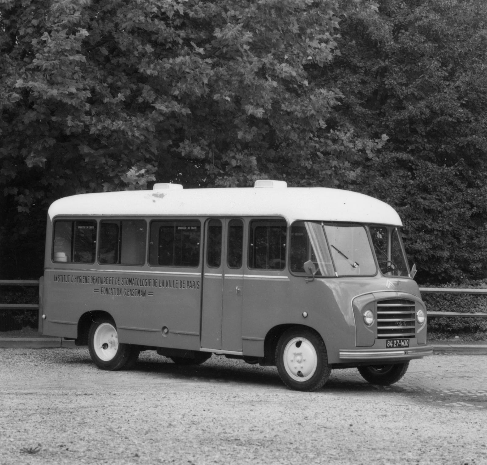 Autobus Citroën de l'institut d'hygiène et de stomatologie de la ville de Paris
