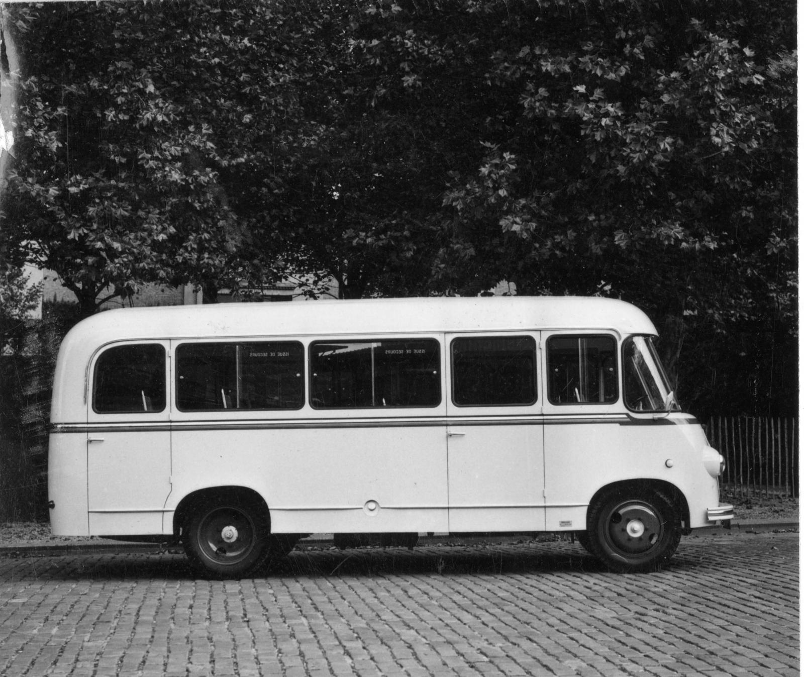 Bus U23 - Vue de profil