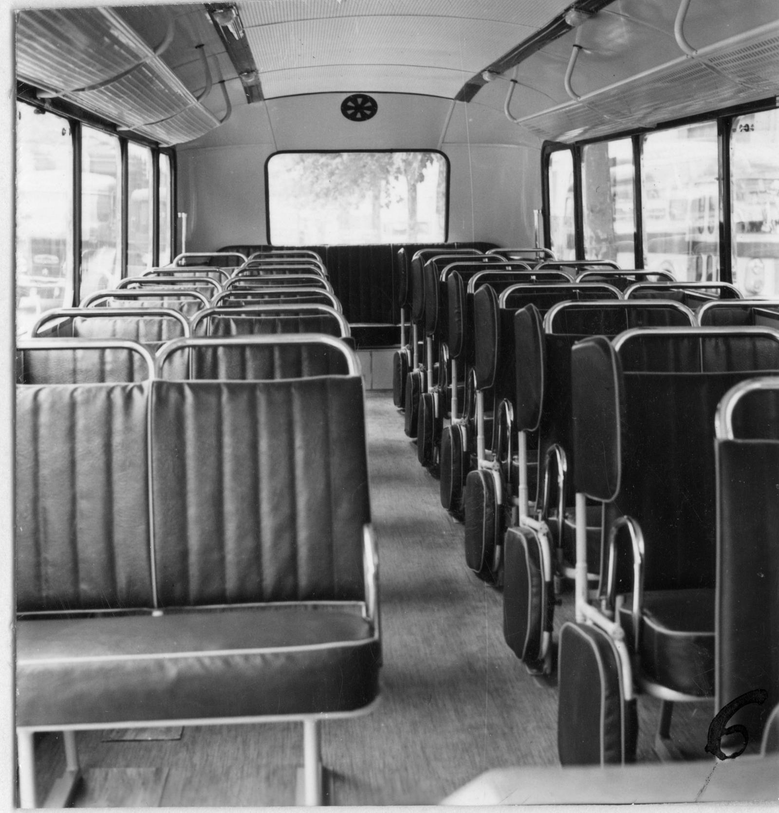 Bus U23 - intérieur d'un bus scolaire