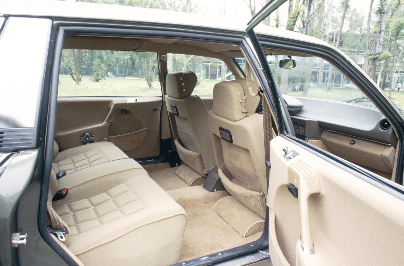 CX Prestige 1983 intérieur arrière