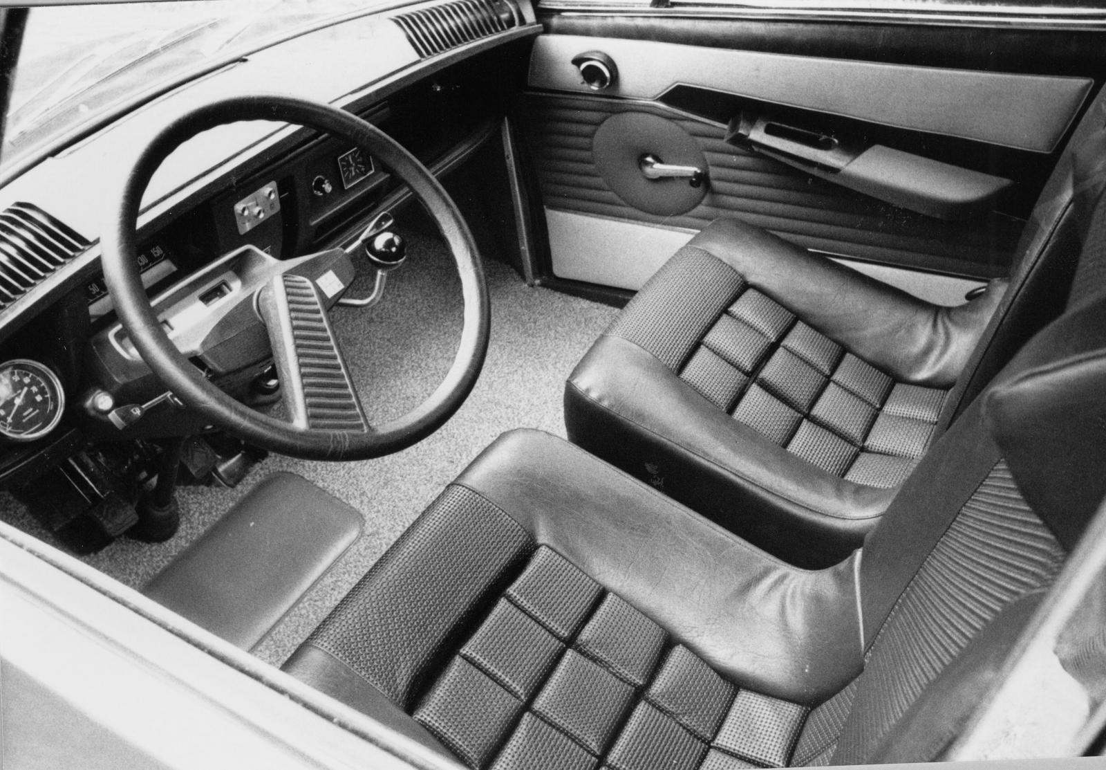 M35 1970 intérieur