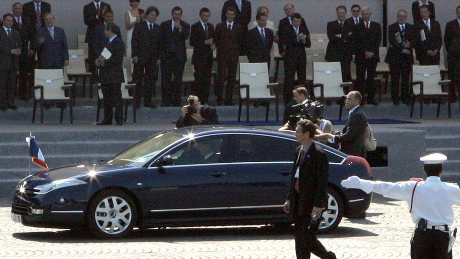 Ο Jacques Chirac σε ένα C6 στις 14 Ιουλίου του 2005