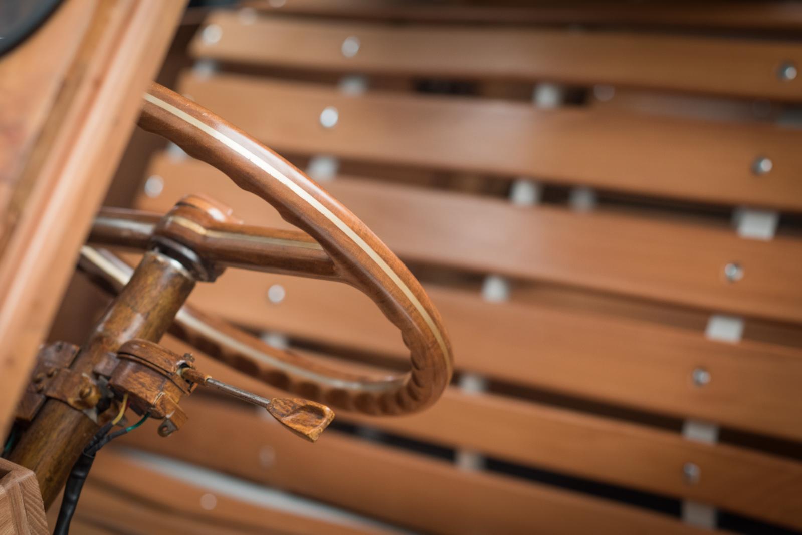 Intérieur 2CV en bois de Michel Robillard