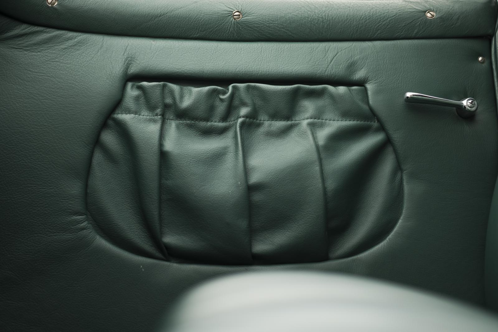 C4G Roadster - rangement en cuir