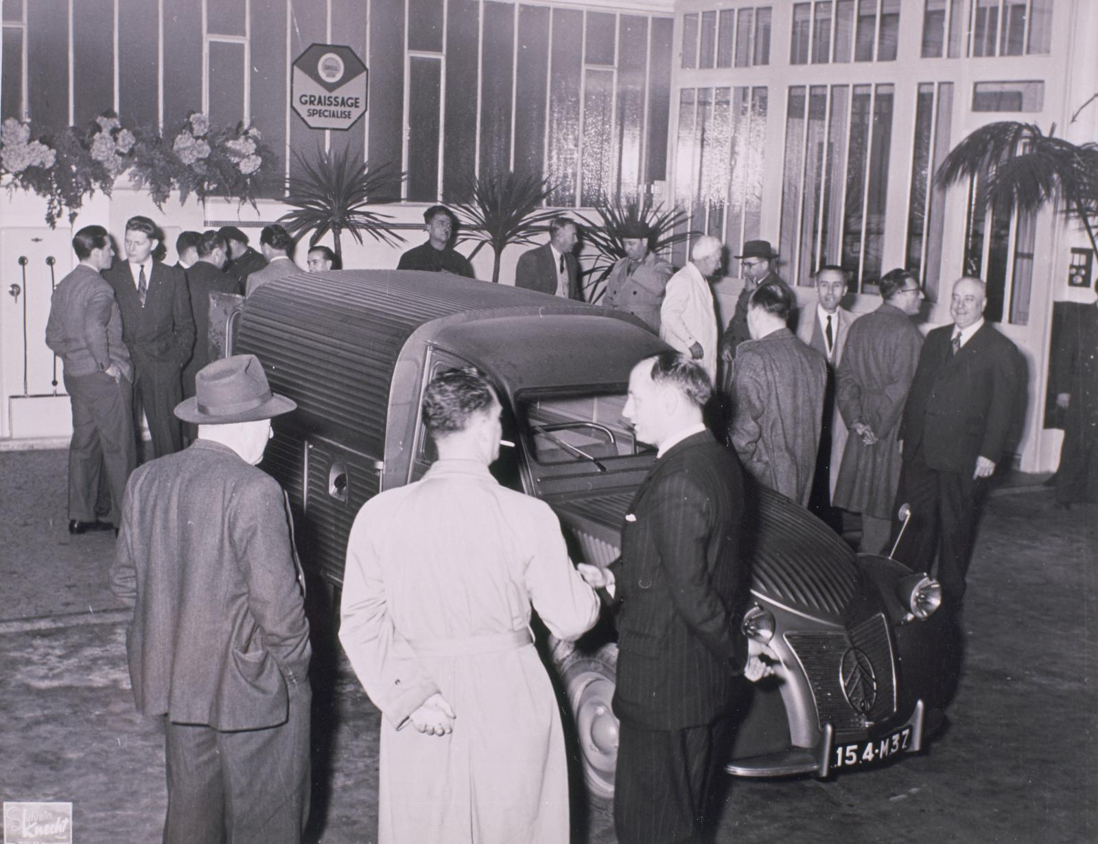 Présentation de la 2CV AU en 1951