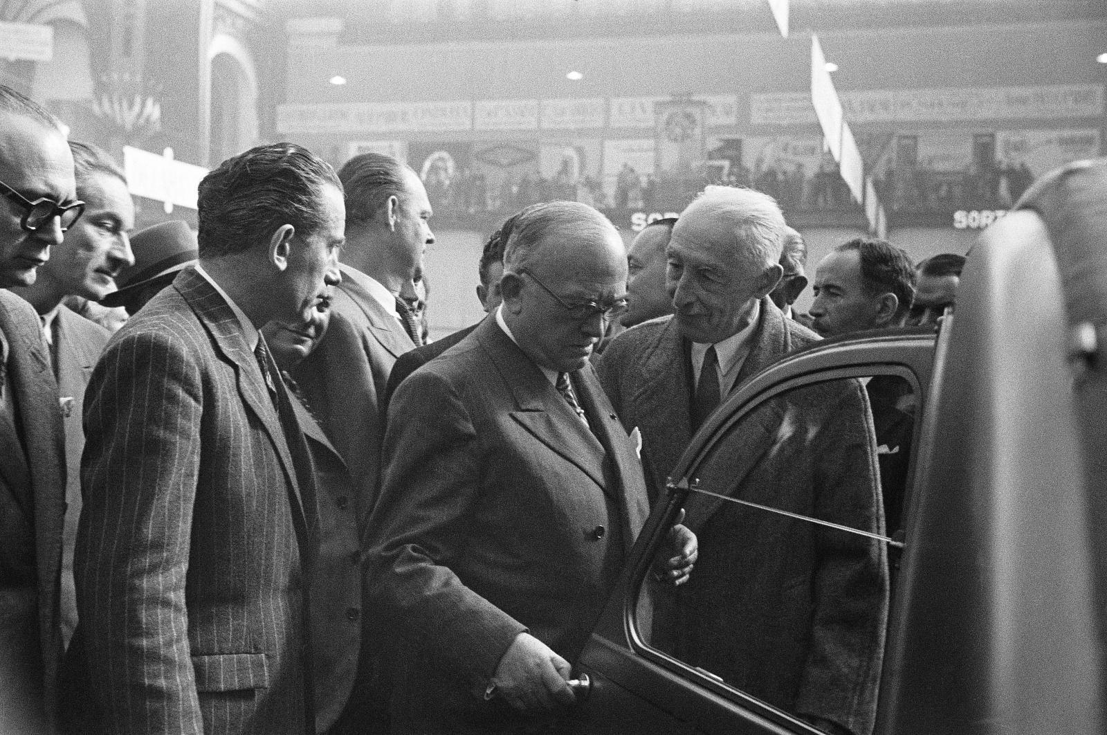 Automobilsalon 1948 - Pierre Boulanger stellt den 2CV vor