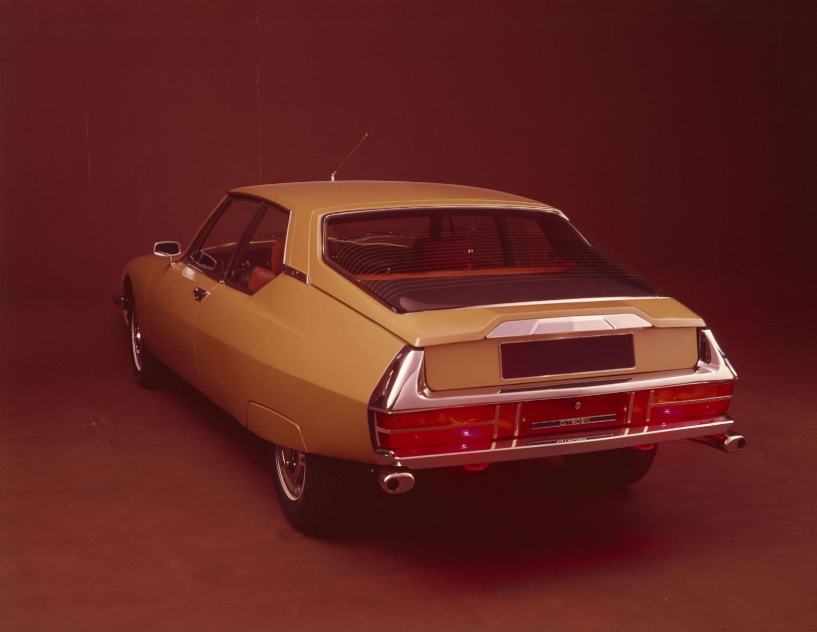 1970 yılının SM coupé versiyonu - arkadan görünüm