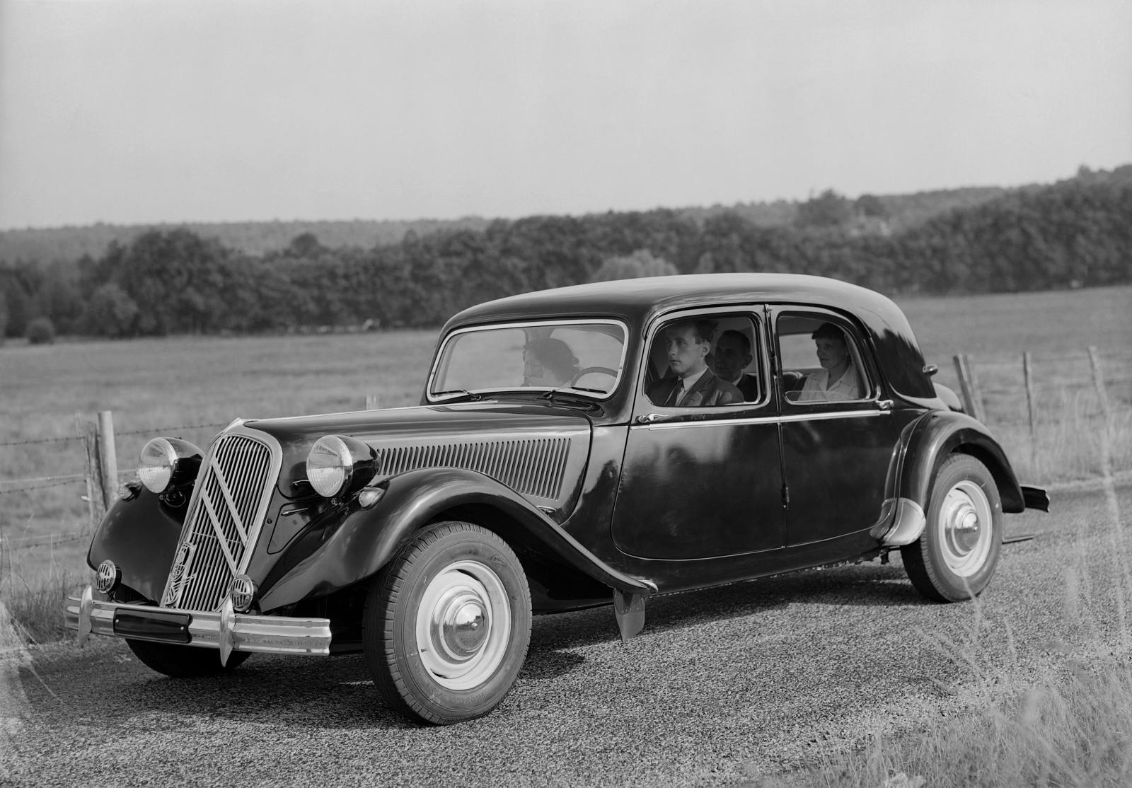Traction 15 SIX D / 1953 (Avec malle arrière)