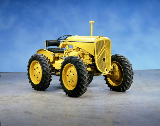 100 ans de CITROEN Tracteur_citroen_-_01.144.1_-_copyright_renaud_leblan_-_0